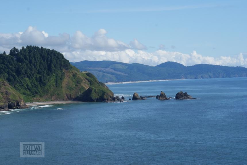Oregon coastline - one lighthouse-112