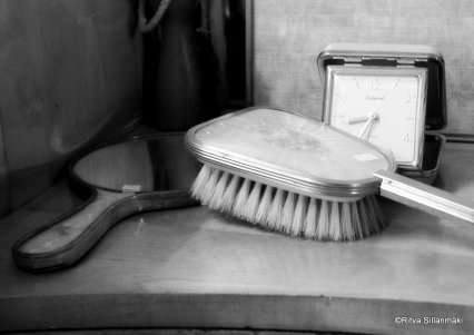 Hairbrush and mirror