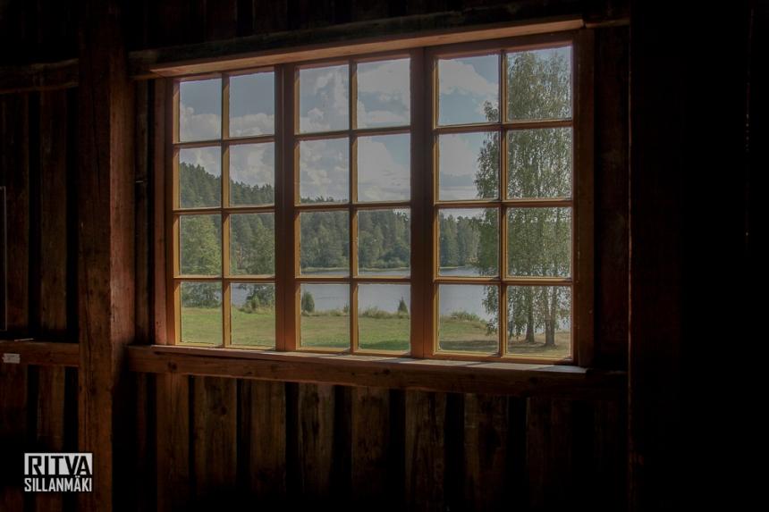 Barn window (204 of 241)-001