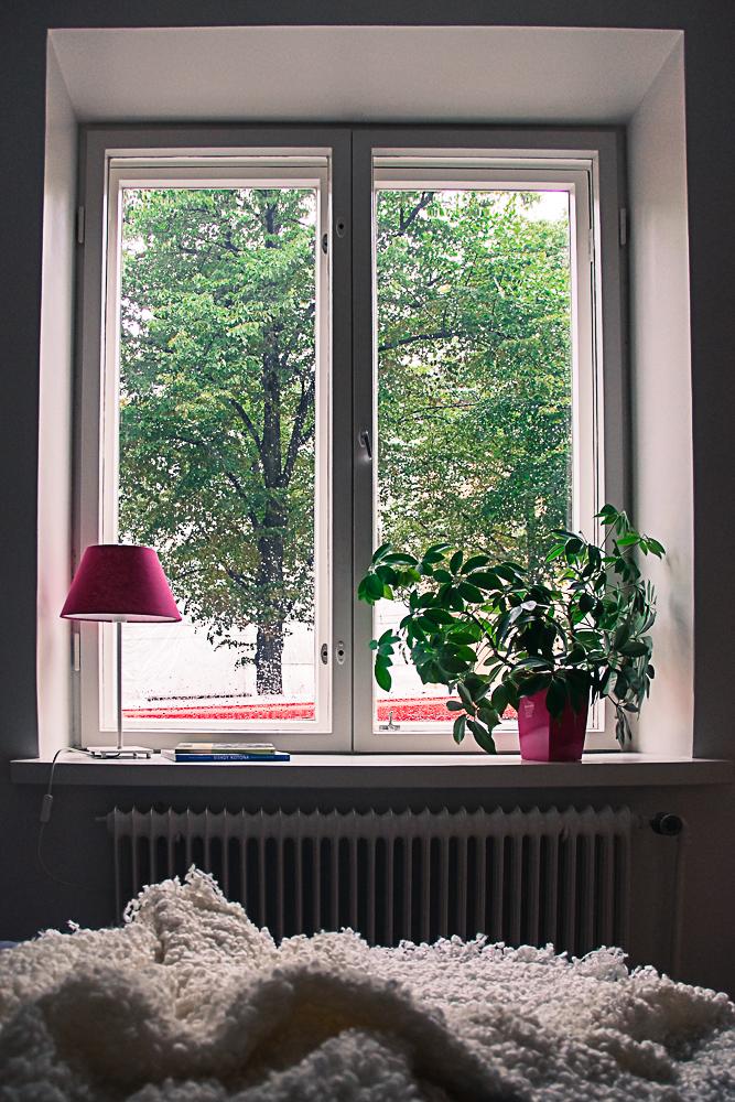 lamp and vase in Fuchsia