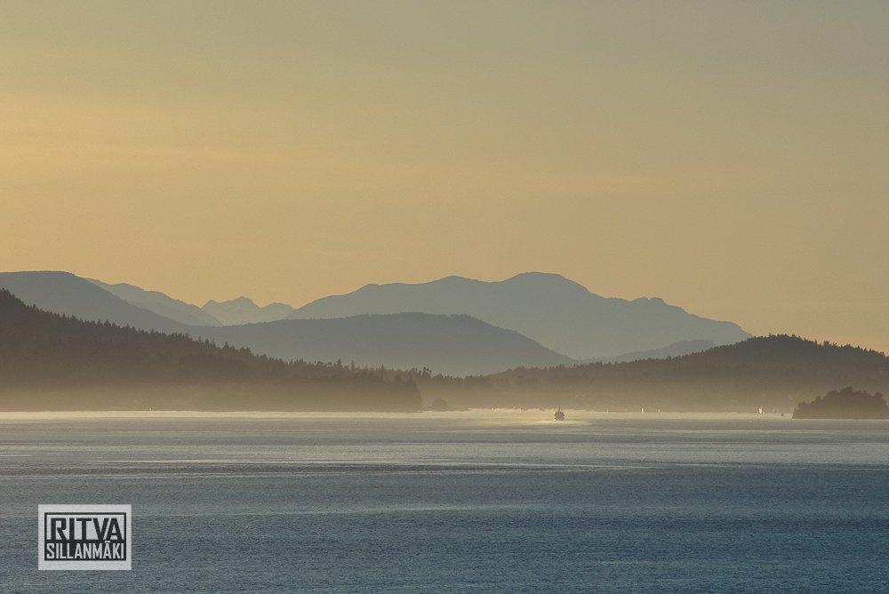 sea and mountains-